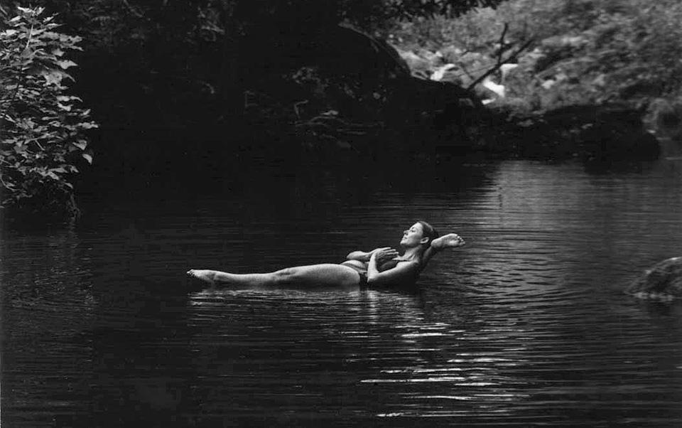 Dena Kingsberg, yogini, Byron Bay, photo by Jules Ober